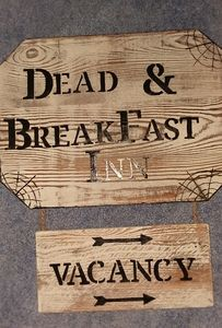 Wood dead and breakfast/ vacancy sign